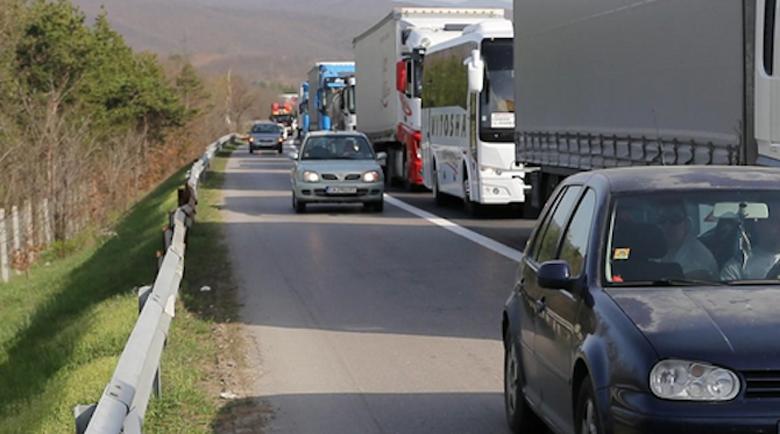 Наказват шофьорите, карали в аварийна лента през почивните дни