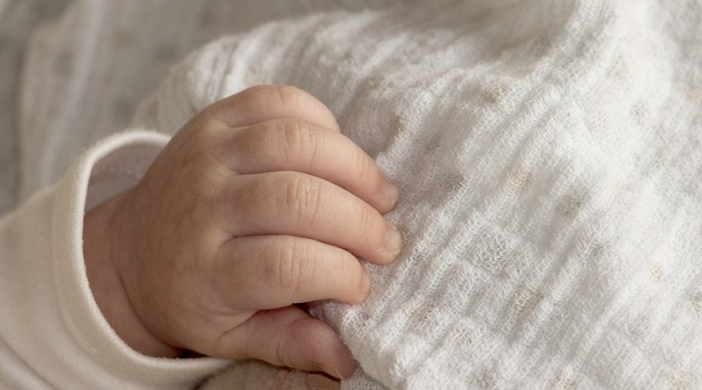 Българин на съд в САЩ, удушил едногодишното си дете