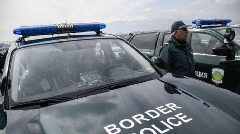 """Джип на """"Гранична полиция"""" се преобърна и се запали"""