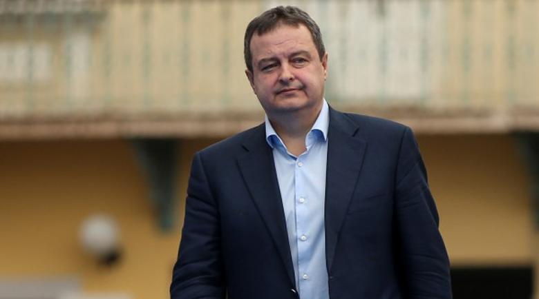 Мълния удари самолета на сръбския външен министър