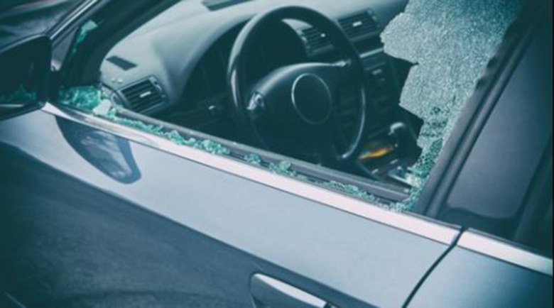 Потрошиха стъклата на 30 коли в Разград