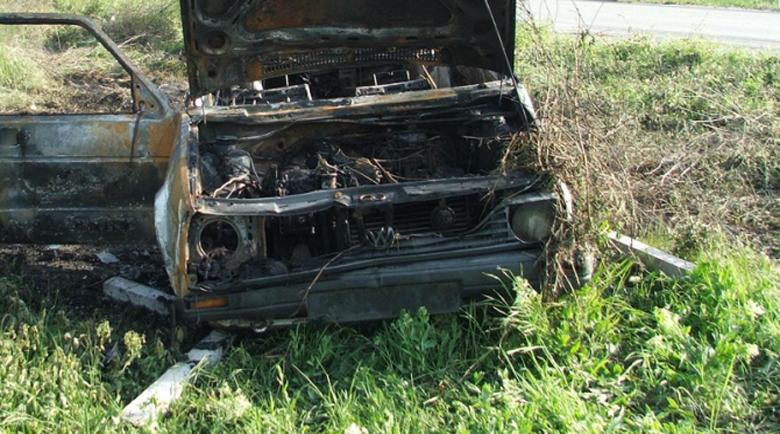 Кола без регистрация пламна по време на движение