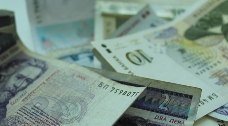 Има и съучастника на крадливата банкова служителка от Варна