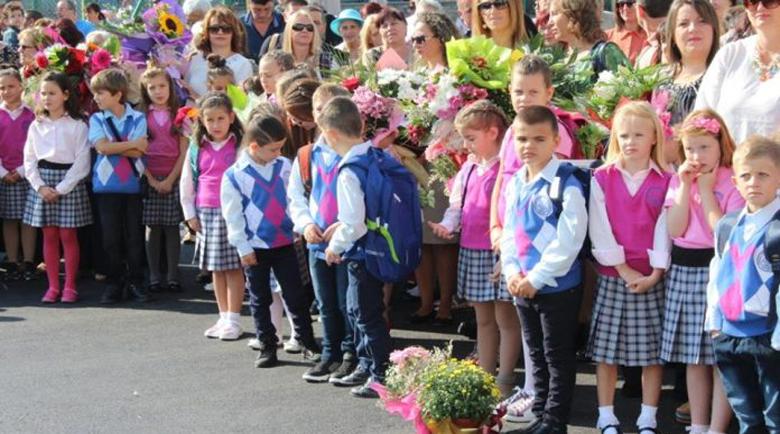 60 000 първолаци прекрачват училищния праг