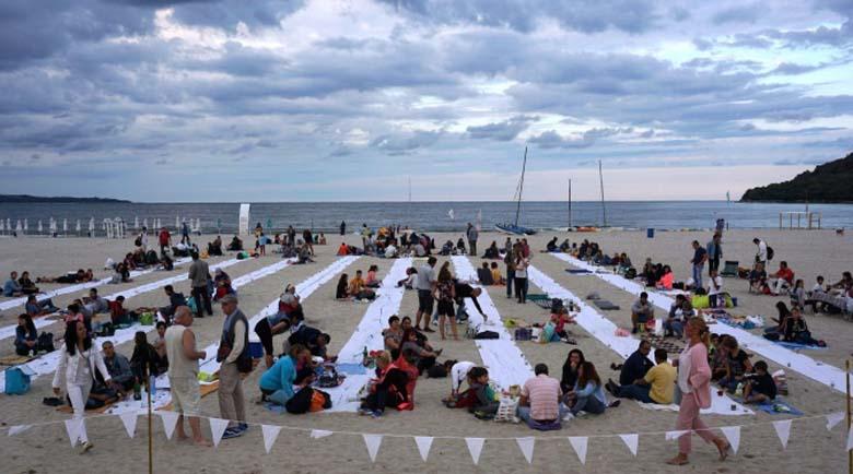 """""""Най-дългата вечеря на плажа"""" се проведе за пета поредна година"""