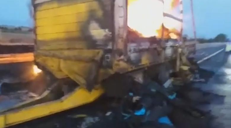 """Ремарке на ТИР изгоря на магистрала """"Тракия"""""""