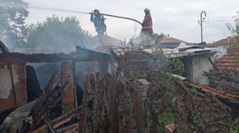 Ужас! Търсят мъж в пепелта на изгоряла къща