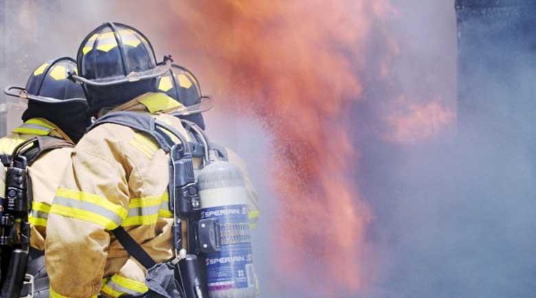 """Пожар избухна във вилна зона край магистрала """"Тракия"""""""