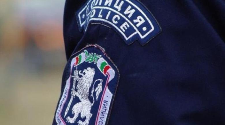 Изстрели със стоп патрони не спряха нападател на полицай
