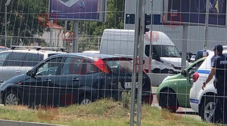 Мъж умря в колата си, докато чака на светофара