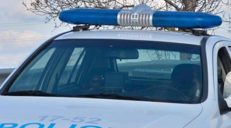 Кола помете полицейски джип в Ямбол