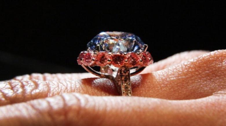 Жена открадна пръстен за 28 000 долара, слад като го замени с друг
