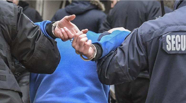 Арестуваха дилър с кило амфети за 30 бона в колата