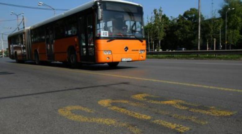 Цигани пребиха контрольор в градски автобус