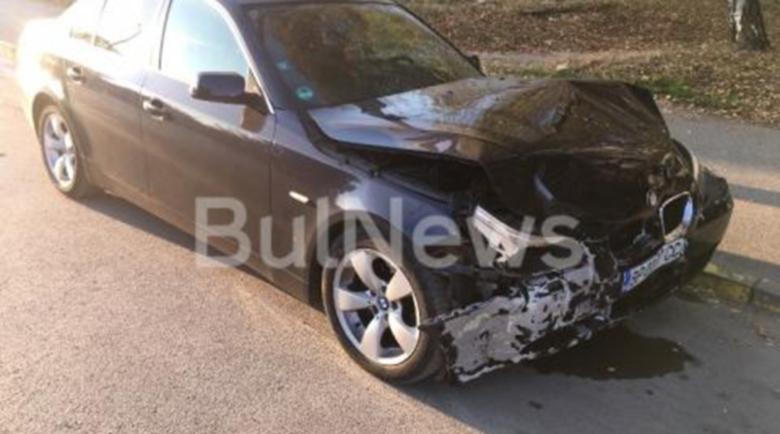 Дрифтъри размазаха BMW в стълб