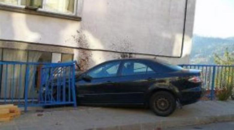 23-годишна удари 3 коли и разби нейната в къща в Смолян