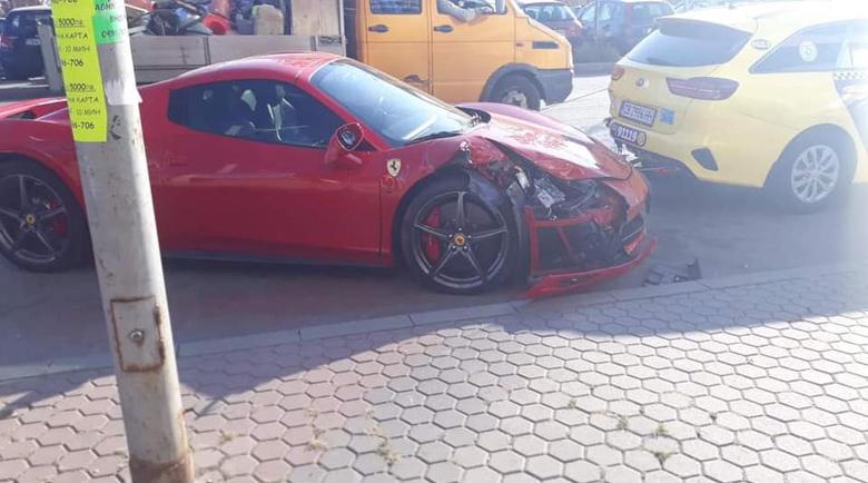 Попфолк звезда катастрофира с Ferrari в София