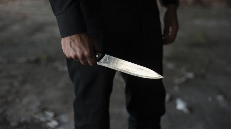 24-годишен с опасност за живота, намушкан е с нож