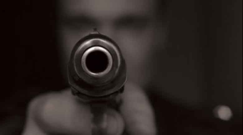 Пиян опря пистолет в главата на мъж при спречкване на пътя