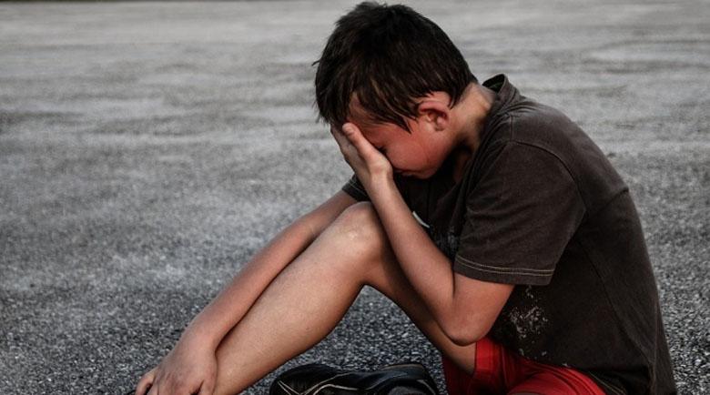 23-годишна наби четири деца в двора на селско школо