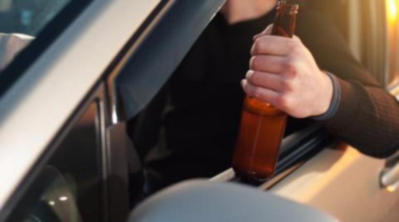 Пиян шофьор помете паркирана кола, вкара я в детска градина