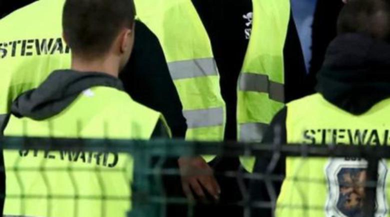 Преоблечени като охранители сътворили скандала на мача с Англия