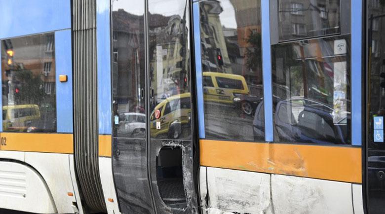 Сблъсък между трамваи в центъра на София