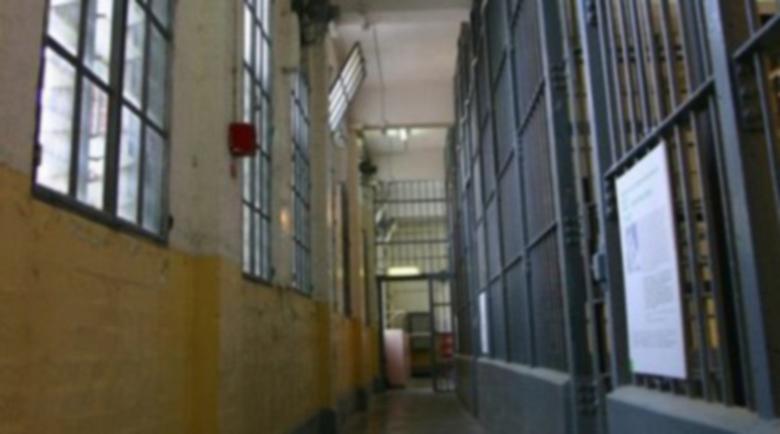Затворник си отмъсти и изкара пари, спечели дело за мизерия и навалица в килията