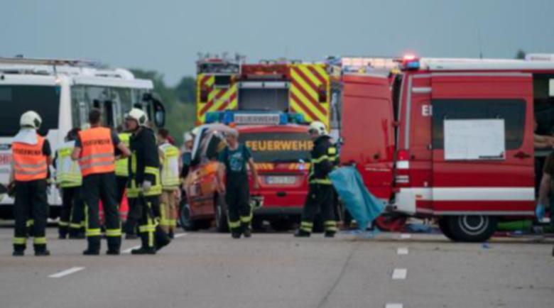 Автобус се вряза в автомобили в Германия