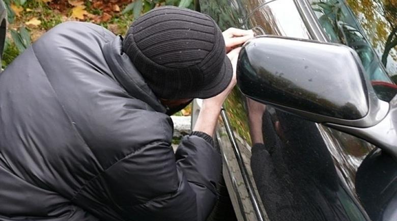 Мъж с психично заболяване задигна кола от Добрич
