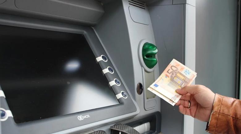 Двама българи са задържани в Португалия за източване на банкови карти