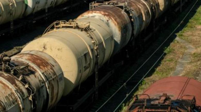 Арестуваха трима, точили нафта от цистерни на БДЖ