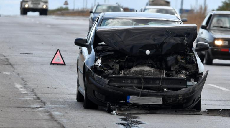 19-годишна предизвика катастрофа край Хитрино, изпреварвайки 4 камиона