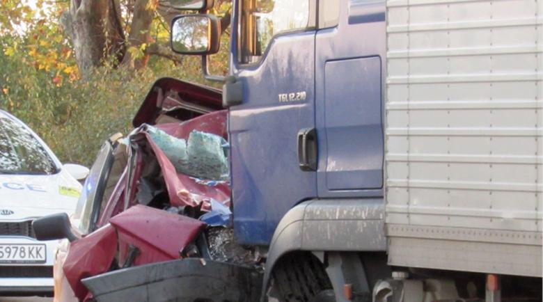 Челна катастрофа между ТИР и кола край Монтана