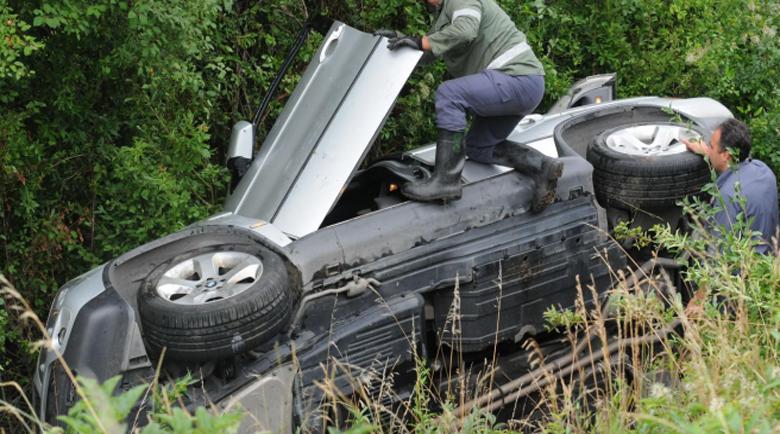 18-годишна и две непълнолетни скриха кола след катастрофа