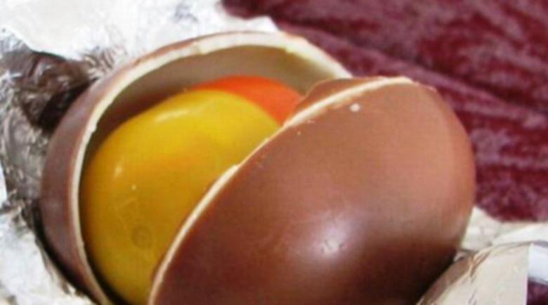 Майка отвори шоколадово яйце и… извика полиция