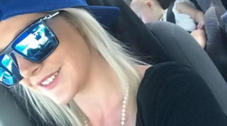 Две деца умряха в автомобил, майката обвинена в убийство