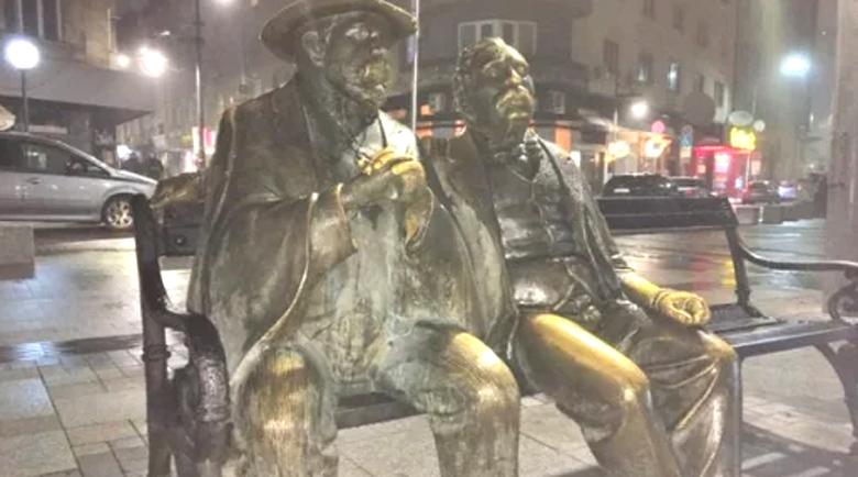 Нагла кражба на пъпа на София опропасти прочута скулптура, Славейков без бастун