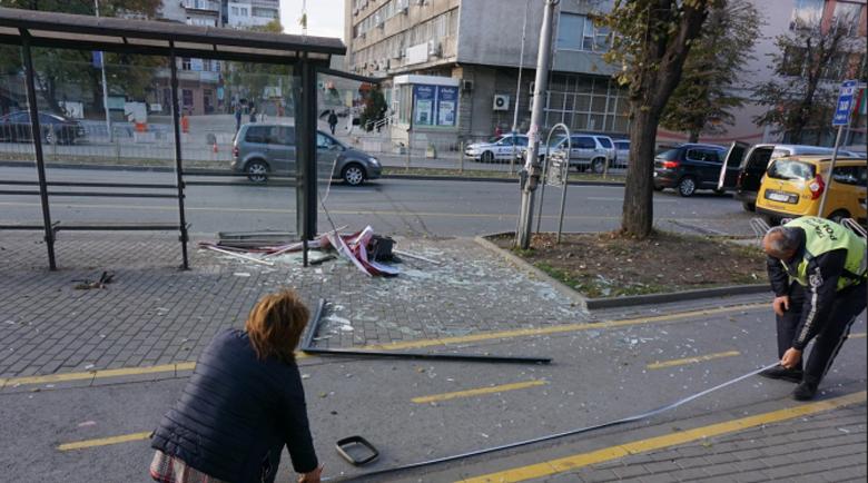 Критично е състоянието на момичето, блъснато на спирка във Варна