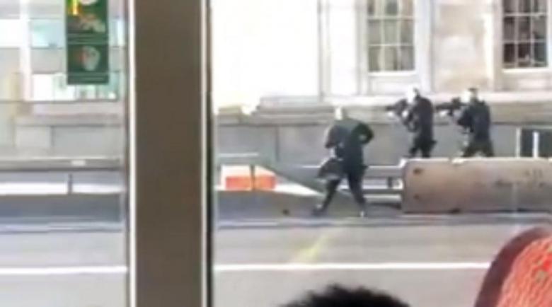 Стрелба в центъра на Лондон, един е очистен от полицията, издирват втори
