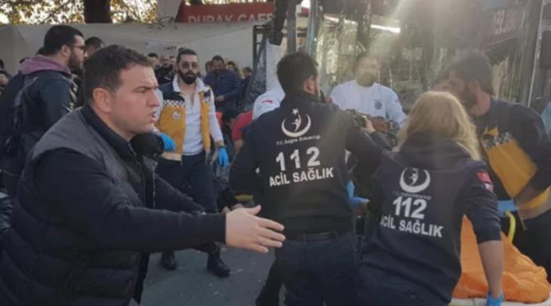 Автобус се вряза в спирка в Истанбул, шофьорът изскочи, грабна нож…