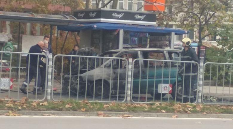 Кола изгоря за минути пред НАП-Варна