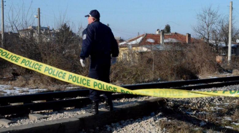 Влак прегази мъж, лежал на железопътните релси
