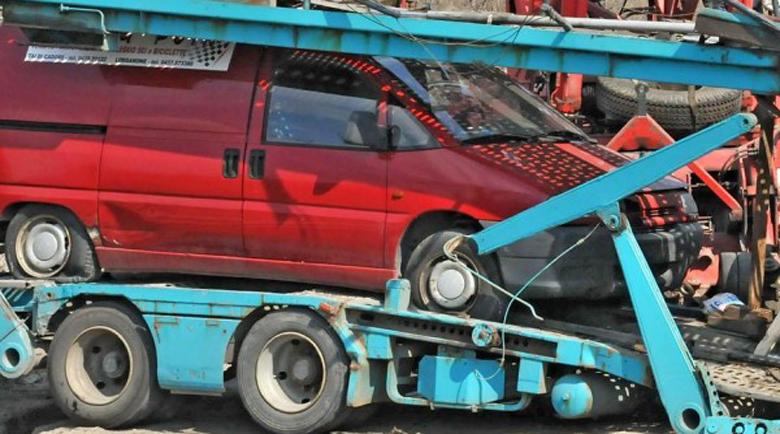 Шофьор обърна автовоза си край Бургас и си тръгна… пеш