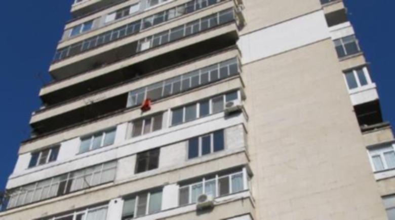18-годишна опита да скочи от балкон във Враца