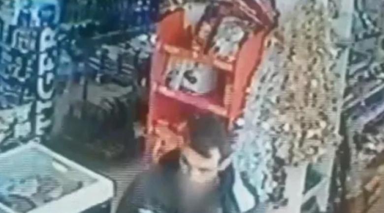 Циганин с нож, нахлу посред бял ден в хранителен магазин