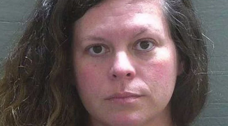 Даскалица отне девствеността на приятел на сина си и го съсипа със секс
