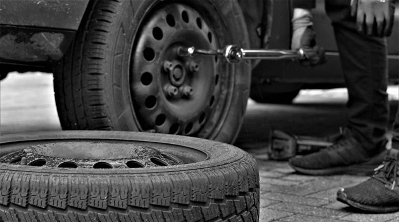 Масова сеч! Нарязаха гумите на 15 автомобила в Шумен