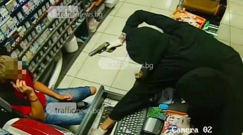 Въоръжен нахълта в столичен магазин, прибра оборота