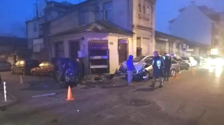 Страшен екшън по тъмна доба във Варна, има обърната кола